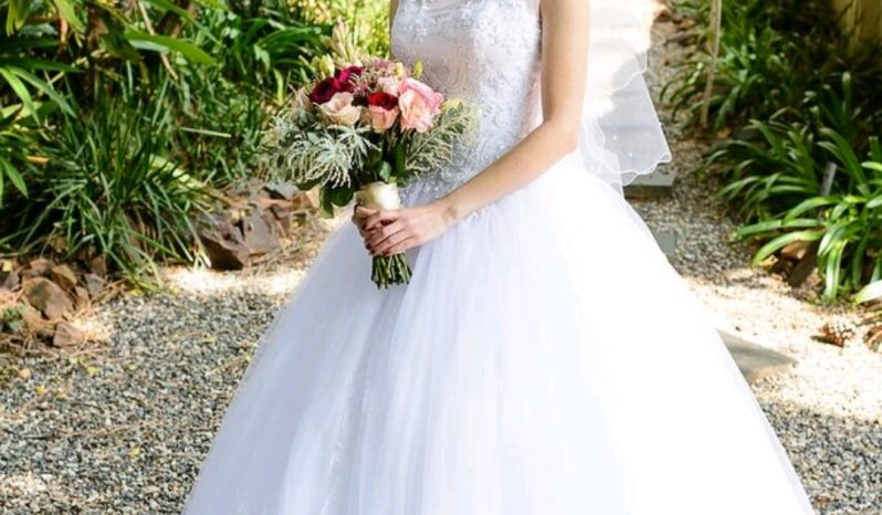 White Size 8 Tulle Ball Gown full